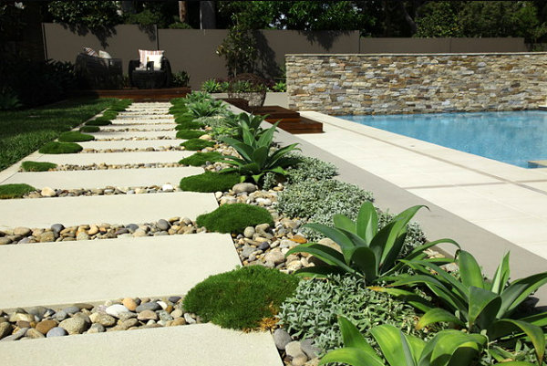 Lined stepping stones in a modern garden decoist - Yard stepping stone ideas ...