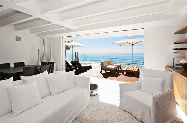 Modern Malibu Beach House Combines Contemporary Interiors with