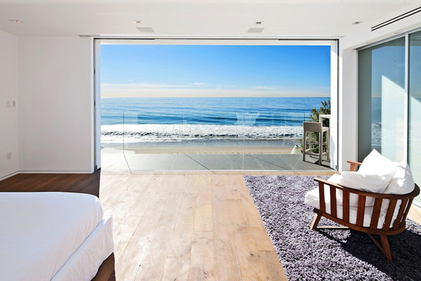 Modern malibu beach house combines contemporary interiors for Beach house view