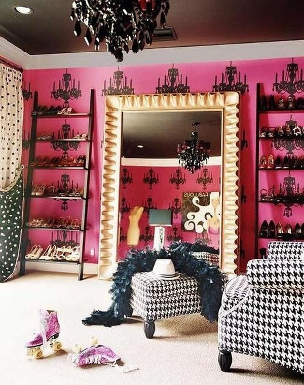 This pink closet belong to none other than Miley Cyrus.