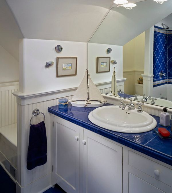 White and blue theme makes for a perfect kids bathroom with nautical motif
