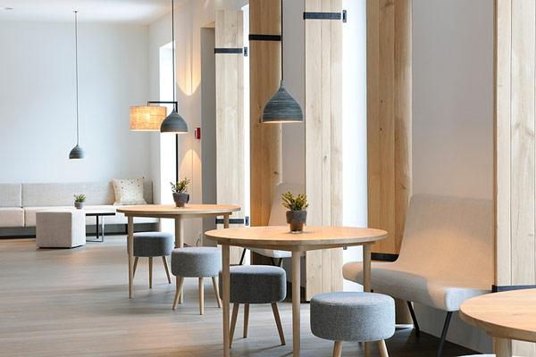 Wiesergut design hotel modern minimalism amidst majestic for Interior design osterreich