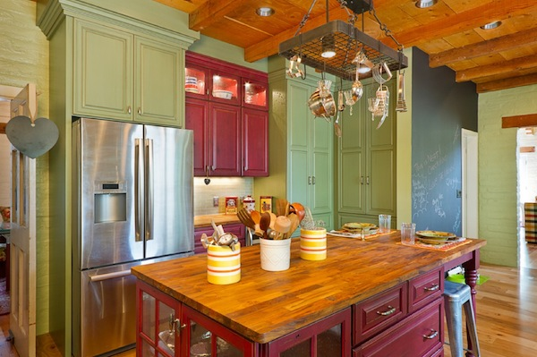 Creative ways to use color in your dull kitchen for Country kitchen colors ideas