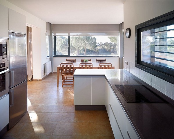 large kitchen with modern accesories