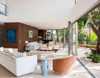 Offset House in Brasil Brings the Outdoors Inside in Style