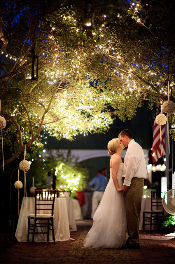 Tips for hosting a wedding at home for Home wedding reception decorations