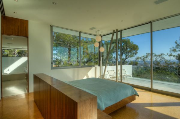 A floating bed in the center of the room gives the best possible views