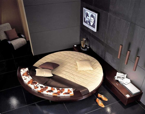 A round bed in brown and cream used in a more sober setting