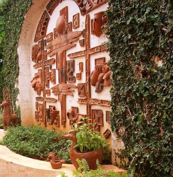 Amazing terra-cotta 3D mural wall gives the garden amn artistic and earthen touch