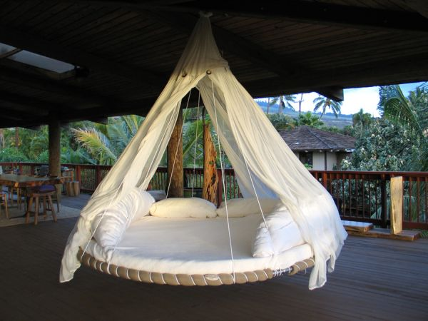 Awesome round hanging bed design for a vacation-like feel