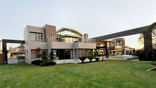 Cal Kempton Park 2 Dazzling Modern South African Home Charms With Elegant Warm Hues