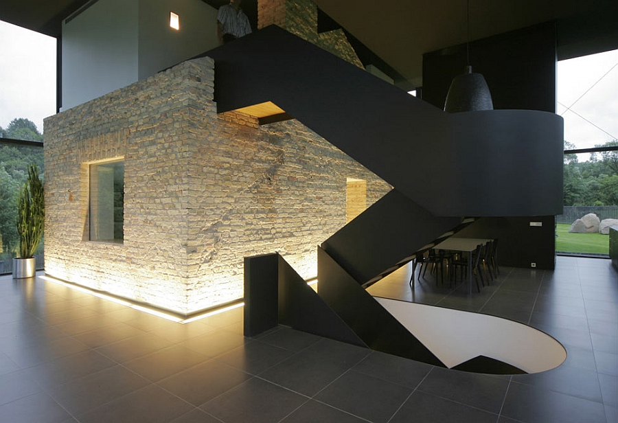 Contrast of textures and styles with the staircase