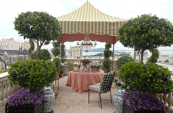 View In Gallery Elegant Outdoor Party Decor