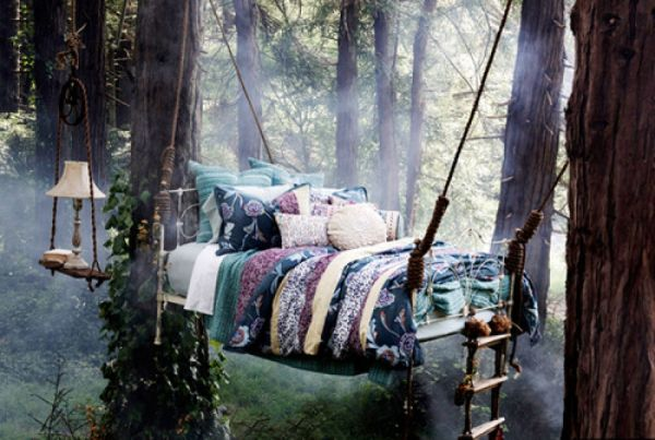 Hanging bed design that promises a romantic getaway from the world below
