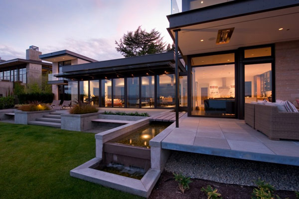 Lake Washington views home Washington Park Hilltop Residence Incorporates Fluid Form With Contemporary Charm!