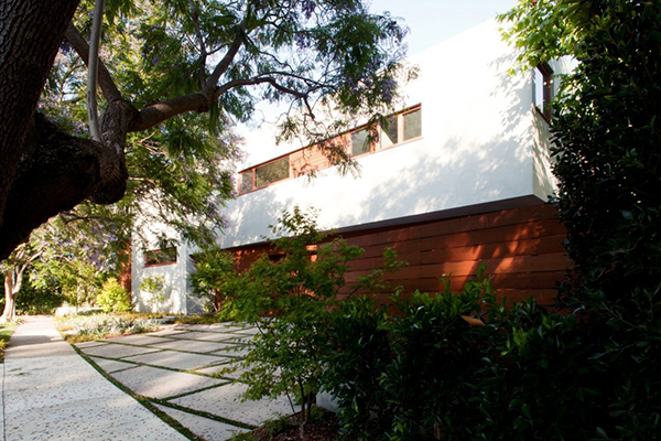 Los Angeles Residence - concrete alleys