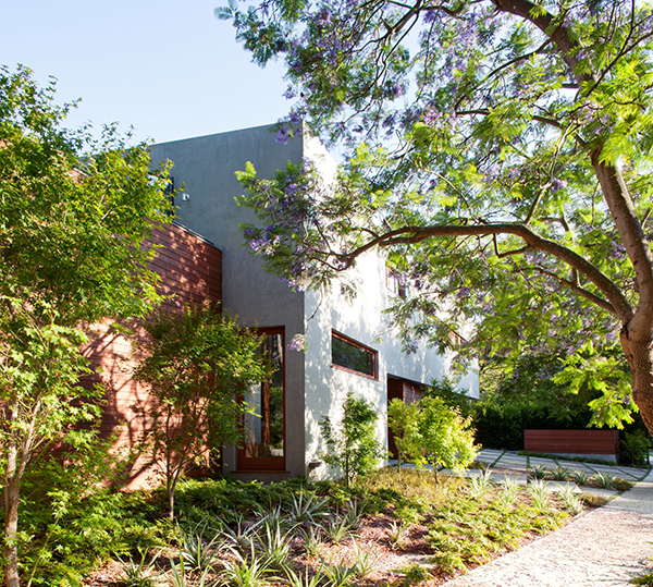 Los Angeles Residence garden Refined Los Angeles Residence Surrounded With Charming Landscape