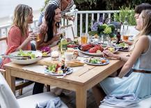 Festive Table Decor for Outdoor Entertaining