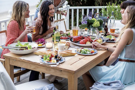 Festive Table Decor for Outdoor Entertaining