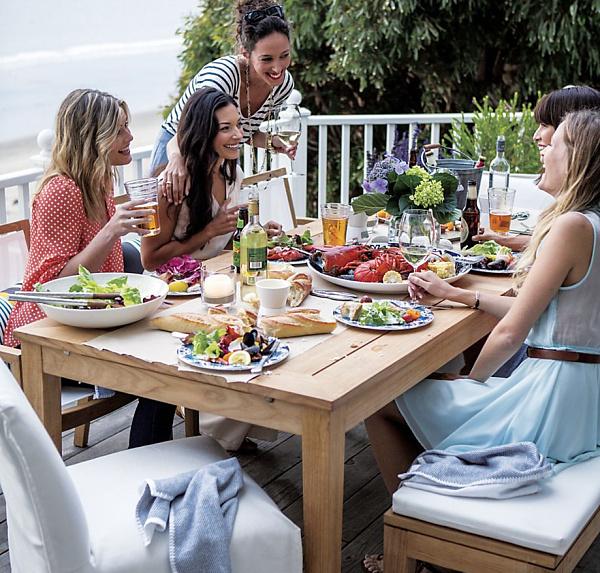 Home Entertaining festive table decor for outdoor entertaining