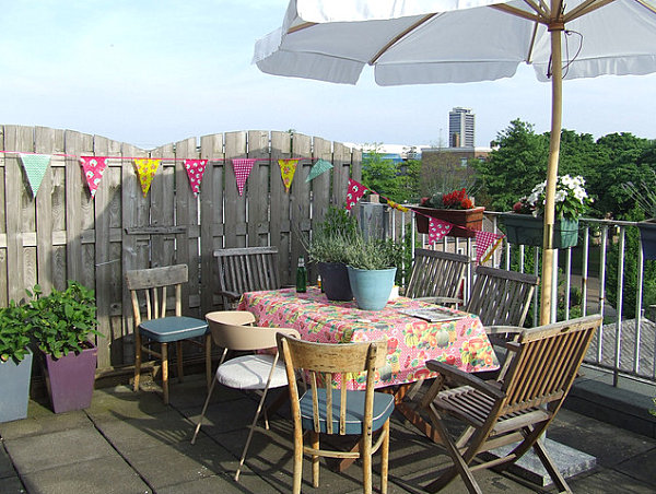 Party banner for outdoor entertaining