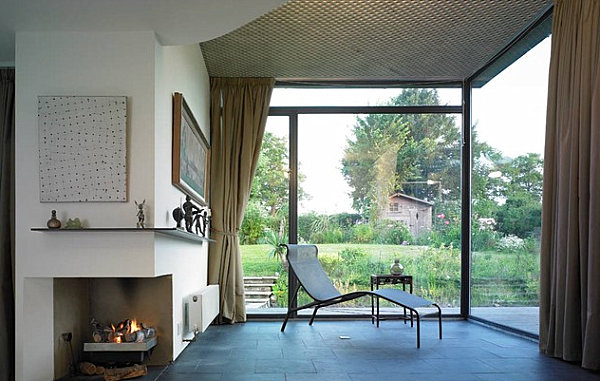 Protruding corner fireplace