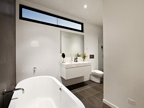 melbourne home 12 - fancy bathroom