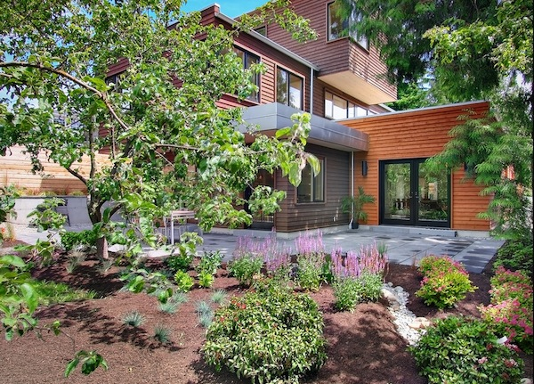 outdoor home mulch landscaping