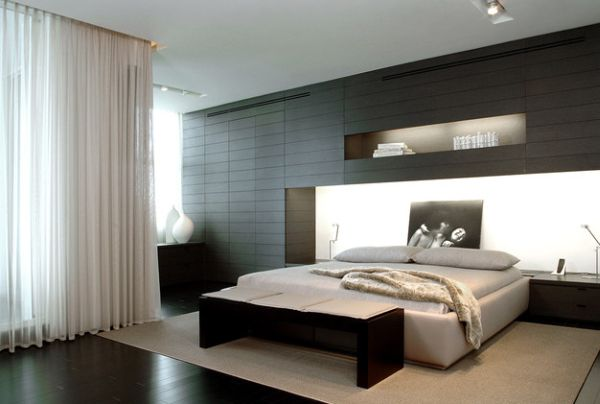 Refined minimalist bedroom with a bench at the foot of the bed that fits in seamlessly