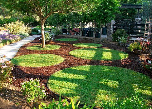 Grass and mulch floor in the garden