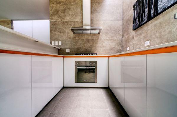 white glossy kitchen cabinets - Lima, Peru