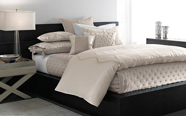 Black lacquered bed