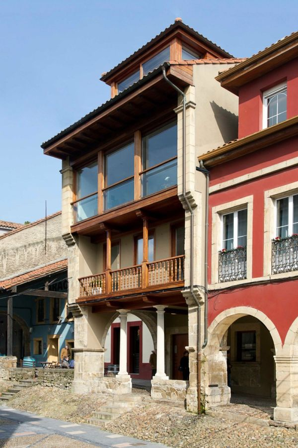 Building with classic extreior in Aviles, Spain
