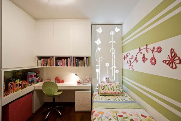 Contenporary girls' bedroom incorporates a small desk elegantly