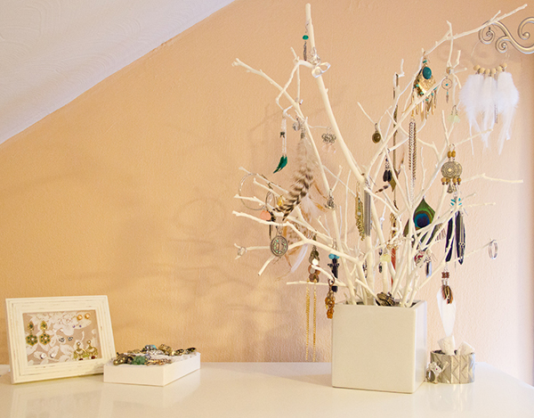 DIY Jewelry Organizer Jewelry Tree2 11 Fantastic Ideas for DIY Jewelry Organizers