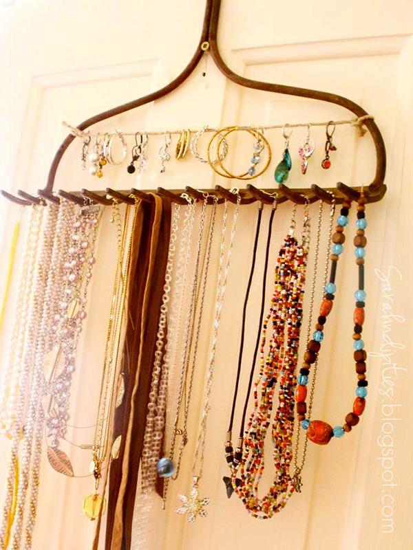 DIY Jewelry Organizer - Rake