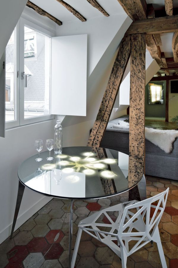 Exposed oak beams give the apartment a museum look