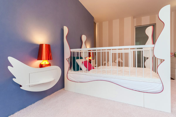 Girls' bedroom with a crib that can easily be converted into a bed