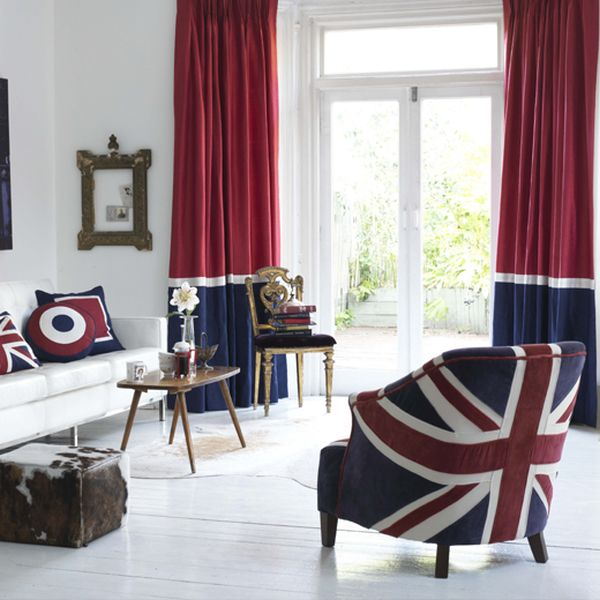 Gorgeous drapes complement the Union Jack motif perfectly