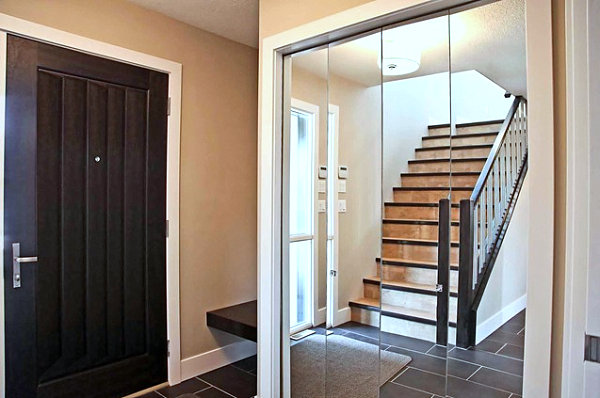 Mirrored closet doors add depth in an entryway