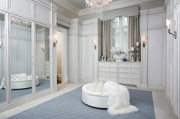 Mirrored doors in an elegant closet