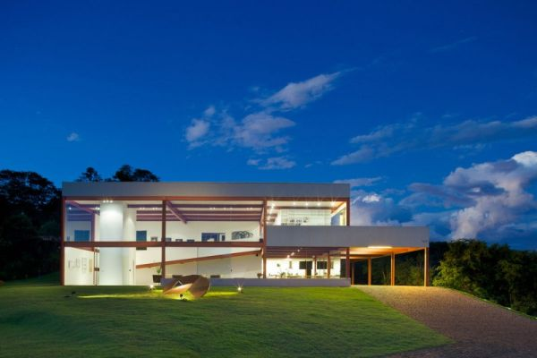 Nova Lima House in Brazil