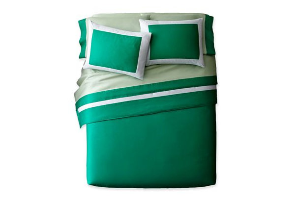 Pantone Emerald bedding
