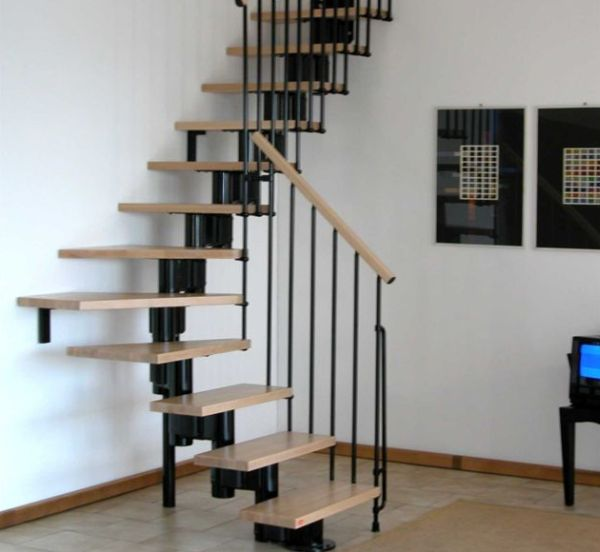 Smart floating stairway design maximizes space on offer