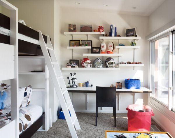 Smart use of avialable space in the kids' room to create some desk space