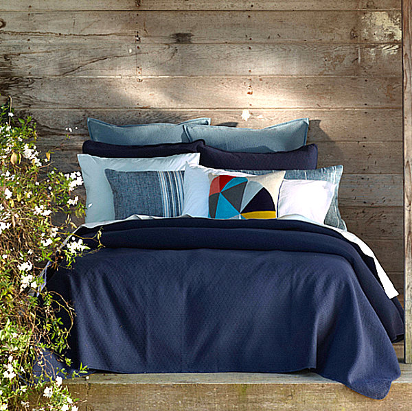 Sustainable bedding in shades of blue