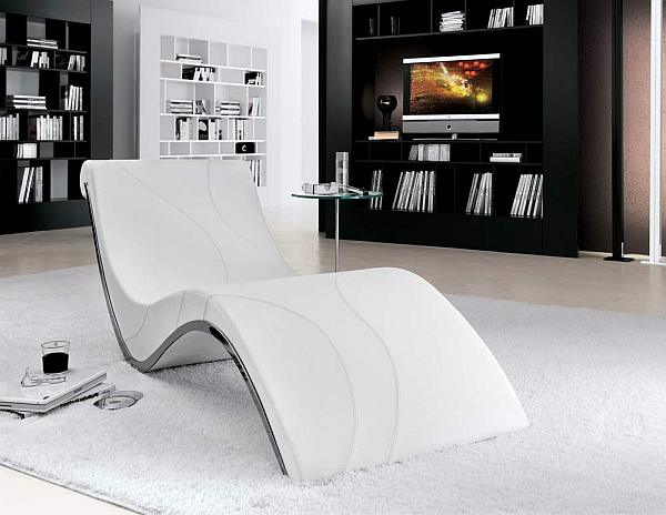 white contemporary chaise lounge takes centerstage decoist. Black Bedroom Furniture Sets. Home Design Ideas