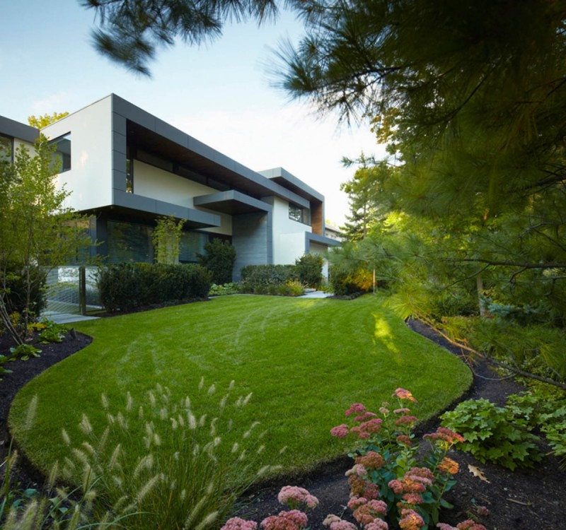 beautiful garden North Toronto Residence Gets Awarded for Symmetry and Innovation