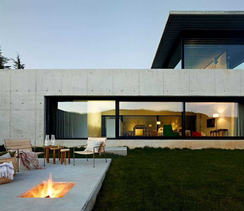 Creatively Cool Dual Cantilevered House In Peru: Miño River House: Creative Contemporary Residence In Spain