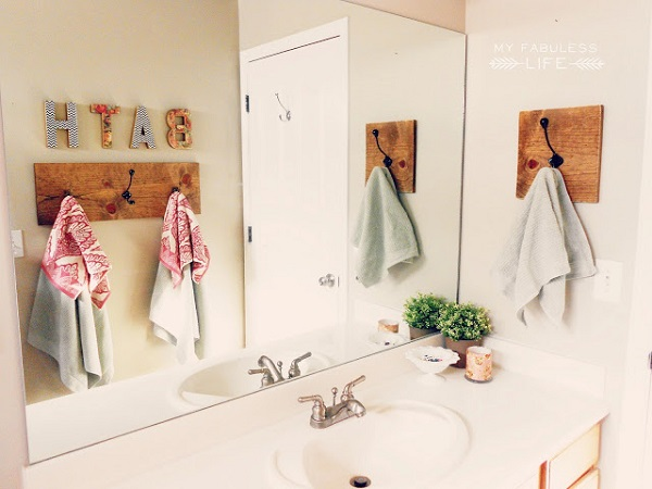 Aged wood towel rack with black hooks DIY Towel Racks For a Chic Bathroom Update